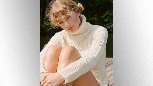 M_TaylorSwiftwhitesweater_080520